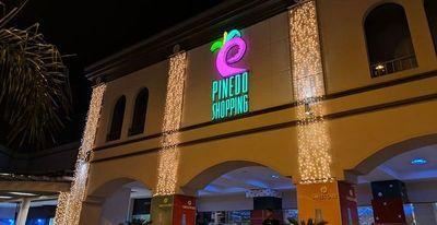 Shopping Pinedo no quiere que la gente gay se dé un abrazo