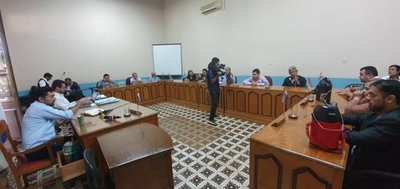 HOY / Concepción: se agrietó bloque  liberal y habrá intervención  de municipalidad