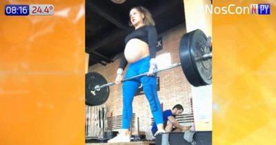 Hace crossfit con 38 semanas de embarazo
