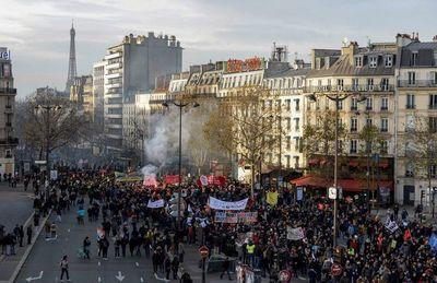 "Francia: Sindicatos llaman a ""intensificar"" las huelgas"