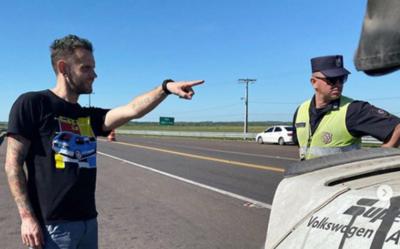 El piloto de rally Jamie Orr habló con nosotros sobre su denuncia de coima a la patrulla caminera