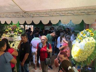 Cientos de personas asisten al velatorio de Brunito en el Este