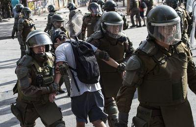 Cuestionada policía chilena reestructurará unidad de control de orden público