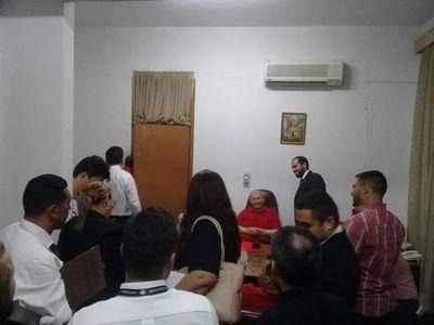Sin violencia, logran desalojo de la ANR y que salgan miembros del TEP