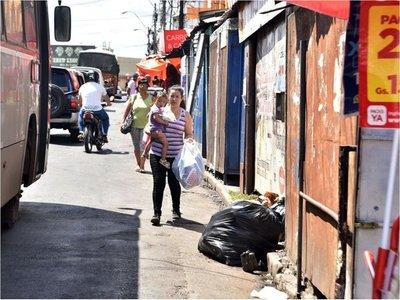 Usurpación de veredas por puestos informales aumenta cada fin de año