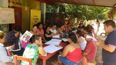 Madres del Programa Abrazo aprenden a ahorrar