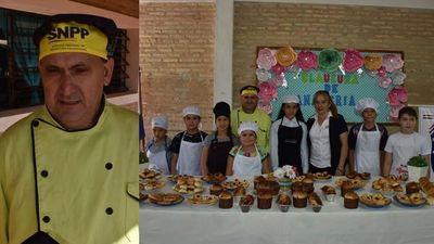 Instructor de SNPP en su tiempo libre enseña a niños técnicas de panadería