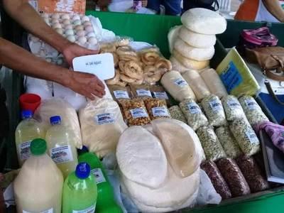 Feria navideña, el martes en el Mercado N° 2 •