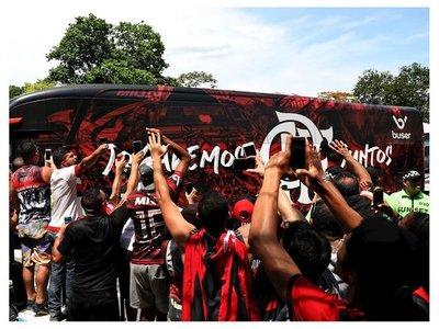 El Flamengo viaja a Qatar arropado por una marea rubro-negra