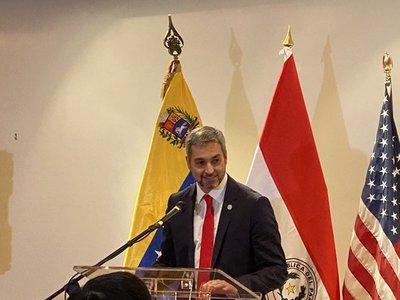 Abdo Benítez homenajeado por venezolanos en EEUU