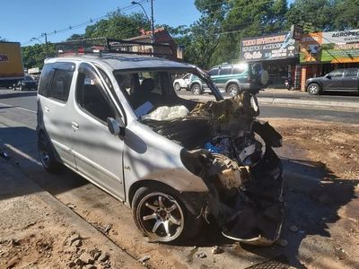 Un conductor resulta herido tras choque frontal en Acceso Sur