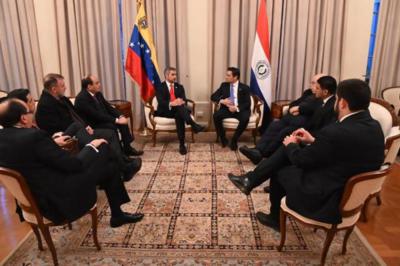 Condecoran a Abdo Benítez por su liderazgo en el caso Venezuela