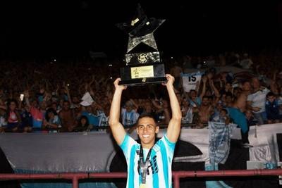 El paraguayo Matías Rojas le dio el 'Trofeo de Campeones' a Racing