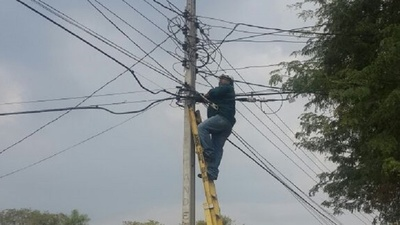 Temporal deja a miles de familias sin energía eléctrica