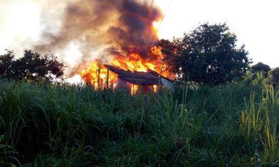 Hombre con problemas mentales quemó la casa de su madre