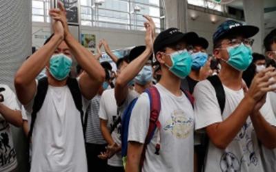 Manifestantes copan shoppings en Hong Kong