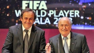 HOY / FIFA reclama 2 millones de francos a Blatter y Platini ante la justicia suiza