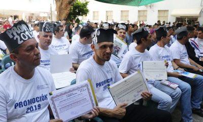 Más de 500 internos recibieron sus títulos de bachiller y educación básica