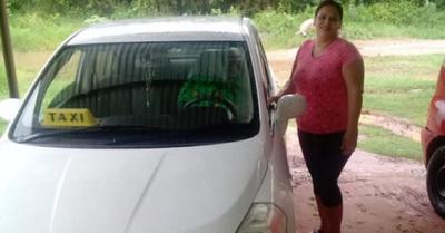 Es enfermera y da servicios de taxi privé en San Pedro