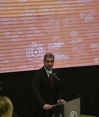"""Abdo reconoce endeudamiento acelerado, pero alega que no """"hay otro camino"""""""