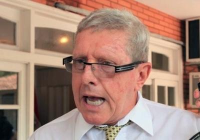 Schupp reconoce públicamente multimillonaria deuda y promete devolución en obras