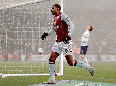 El Aston Villa golea al Liverpool, cuyo principal interés está en Doha