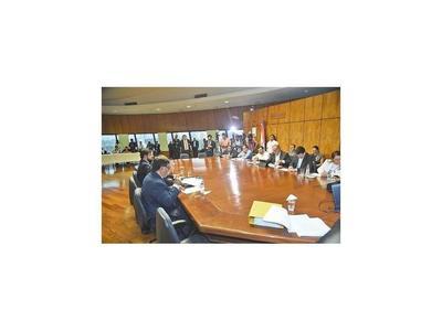 Diputados definen hoy si se interviene gestión de Gómez