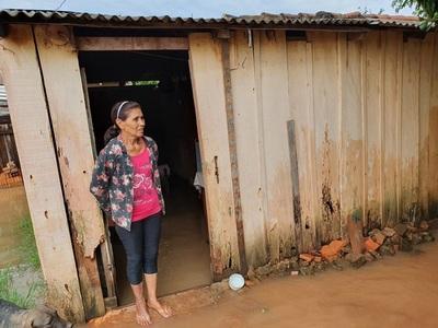 Lluvias inundan viviendas de familias humildes