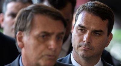 Investigan por corrupción al entorno del hijo de Jair Bolsonaro