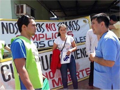"""Médico recrimina a manifestantes por trato de """"criminal"""""""
