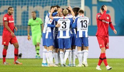 Bayer Leverkusen suma segunda derrota consecutiva