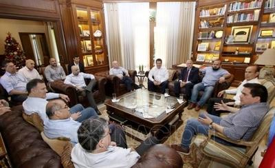 HOY / Cartes reunió a su exgabinete de gobierno: hablaron de la realidad nacional y regional