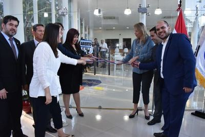 UNA inaugura espacio de oportunidades profesionales y personales