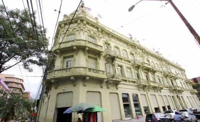 HOY / Ministro de Hacienda anuncia revisión de contratos colectivos