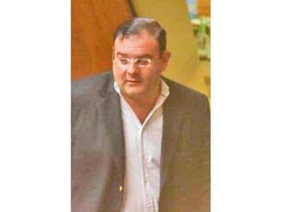 Juez cita a diputado  para resolver si va o no a juicio oral por estafa