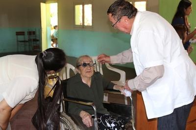 Llevan asistencia en salud a 600 habitantes de Laureles, Ñeembucú