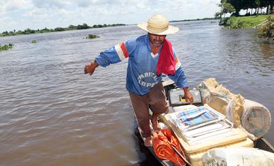 Ñeembucú: Gobierno asiste a pescadores y a entrega becas a jóvenes