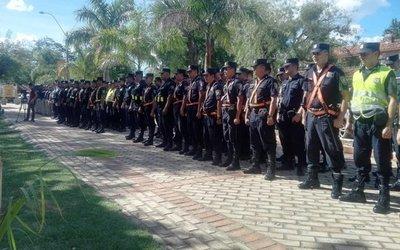 """Policías se sienten discriminados: no cobran por exposición al peligro, mientras Hacienda reparte """"premios"""", dicen"""