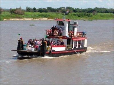 Pasajeros son rescatados por una embarcación para llegar a destino