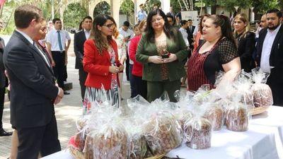 Los internos de Emboscada venden 4.000 panes dulces