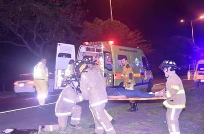 Joven sufre grave accidente en carrera clandestina en la Autopista •