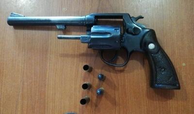 HOY / Detienen a travesti que portaba arma de fuego