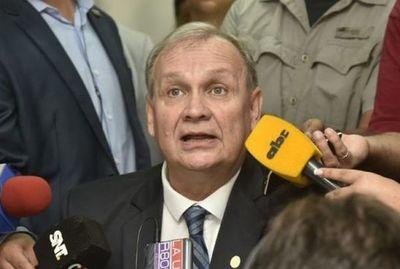Como «gesto de grandeza», renuncia intendente de Asunción