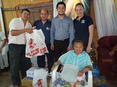 Llevan ayuda a la popular roseña ''Clarita'' albergada en Ayolas