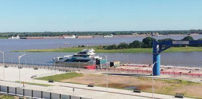 """""""Ferry del Chaco"""" por las aguas del Río Paraguay"""