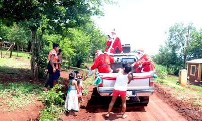 Reparten juguetes a niños de Mbarakayú por navidad