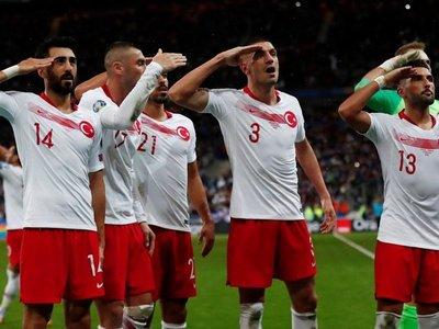 """Multa a Turquía y amonestación a sus jugadores por """"saludos militares"""""""