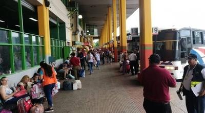 HOY / Liberan horarios de buses en la Terminal ante llegada de pasajeros para las fiestas