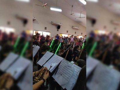 Niños de Cateura recrean sables de luz de Star Wars con instrumentos