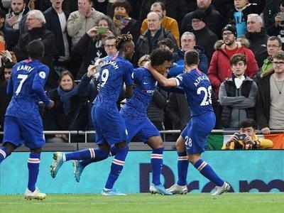 Willian corta la racha del Chelsea y la de Mourinho